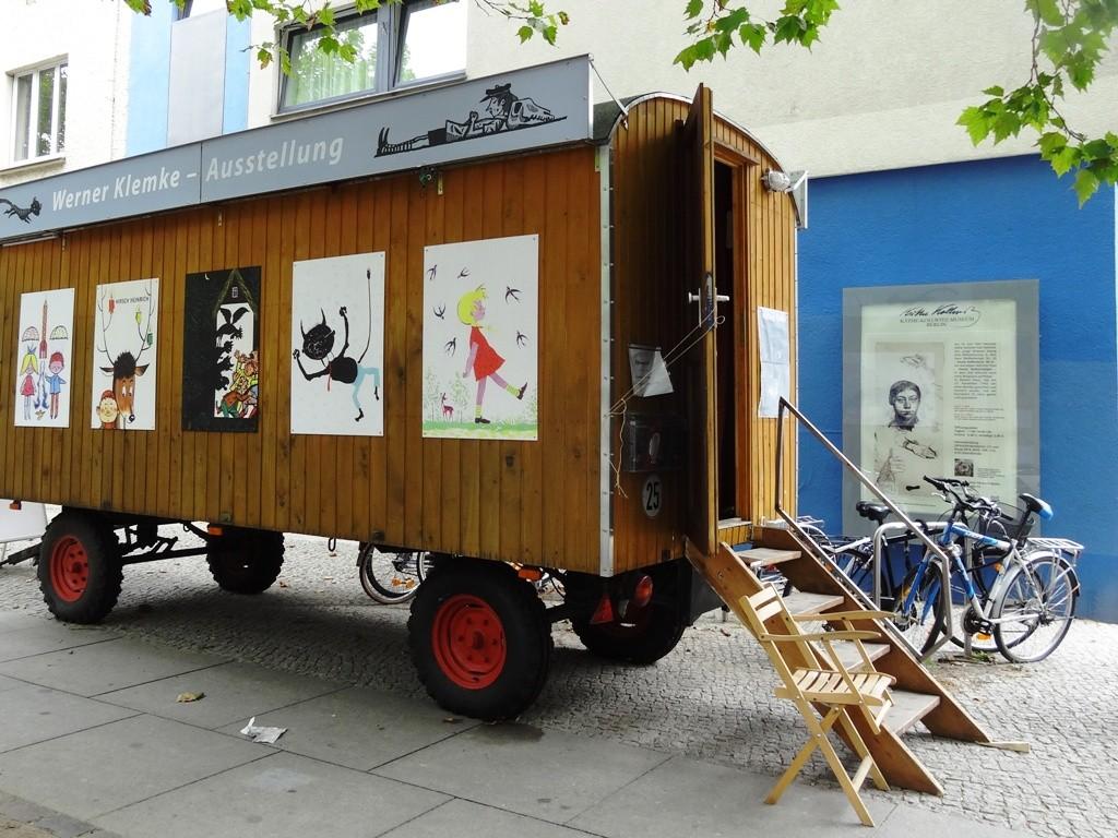 Ausstellung zu Werner Klemke im KulturWagen der Brotfabrik am Kollwitzplatz